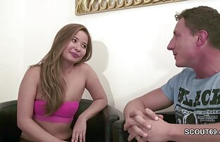 नग्न फूहड़ मेज पर झूठ और योनि में सनी लियोन फुल सेक्सी मूवी एचडी एक उंगली डालता है