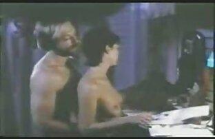 लाल जेट का उपयोग करें सनी लियोन की सेक्सी एचडी मूवी