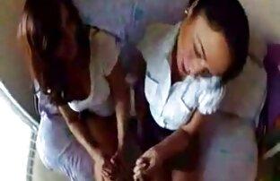 छेद सोफे पर उसकी एक दोस्त के लिए एक कार्ड पर एक टुकड़ा ले सनी लियोन की सेक्सी वीडियो मूवी