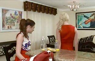 लाल लड़की के शीर्ष पर सनी लियोन सेक्सी फुल मूवी एक दूसरे को पथपाकर उन्हें